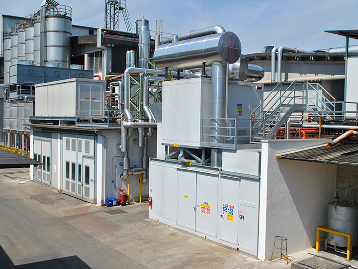 Container impianto di cogenerazione e frigorifero d'assorbimento di un impianto di trigenerazione azienda plastica in provincia di Vicenza