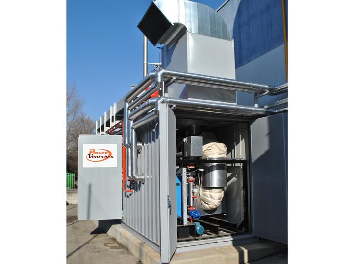 Skid termico all'interno del container dell'impianto di cogenerazione. Il container assieme al gruppo frigorifero fanno parte dell'impianto di trigenerazione di un'azienda di ristorazione collettiva in provincia di Bologna